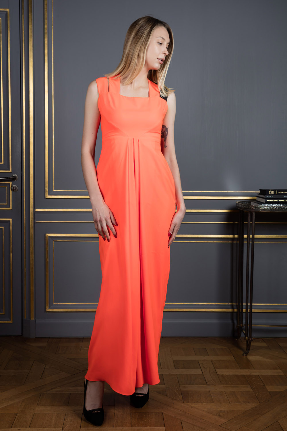 Shoulderless orange dress